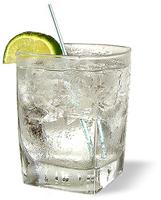 А это стакан джин со швепсом, льдом и лаймом